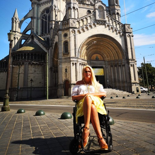 The Locked-In Traveler  (Kati's Wheelchair Traveling Journals) Taxi