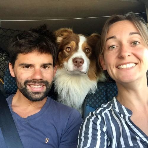 Pieds et pattes liés : ils voyagent dans le monde entier avec leur chien