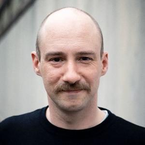 Schauspieldramaturg Sascha Kölzow auf Radio F über die Räteversammlung der vereinigten Vergangenheiten