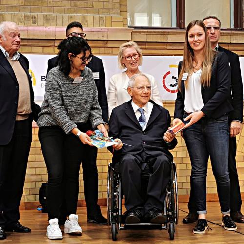 Übergabe des Bürgergutachtens Demokratie an Bundestagspräsdient Schäuble