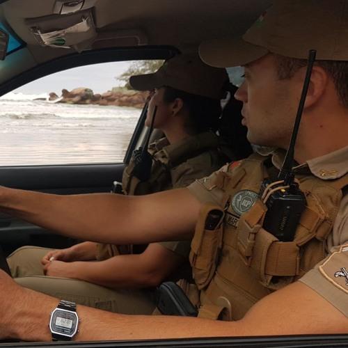 20 11 19 PRAÇAS EM AÇÃO - Soldados da PM salvam família de afogamento em Garopaba