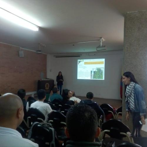 Conferencia de la fertilización en gulupa en las instalaciones de la Ucudinamarca Song