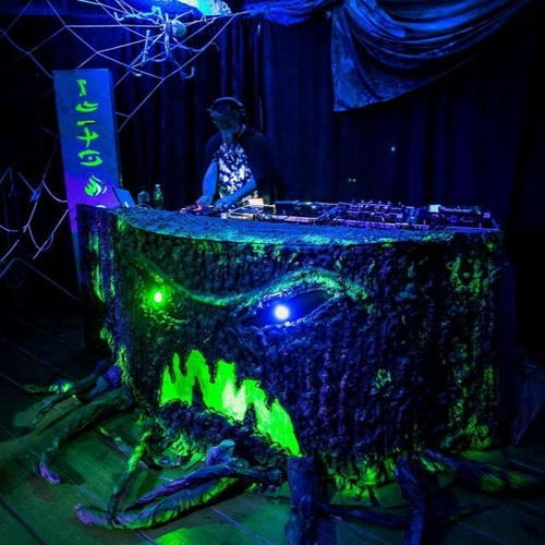 5 Camp Lamp Grimly Ever After - Halloween Party 2019