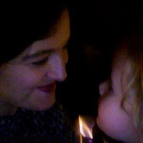(Just Over) One Minute of Mother & Daughter Singing at Bedtime