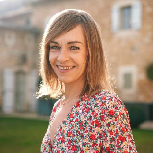 """Agnès Martin-Lugand : """"La Datcha, ce sont des rires et des larmes"""""""