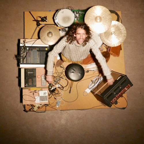 """Stijn Demuynck: """"Dit project gaat over in een snare drum kruipen"""""""