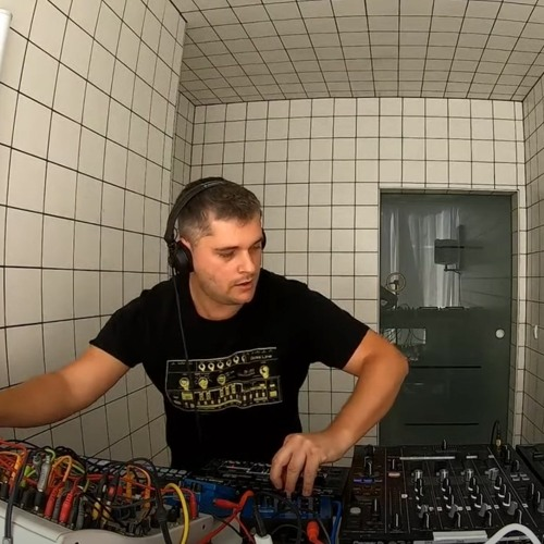Florian Meindl HÖR Berlin (DJ + Modular Synth) June2020