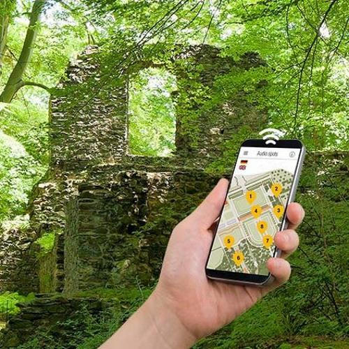 Smartphone-Audioguides   Klosterpark Altzella    Vor dem Konversenhaus