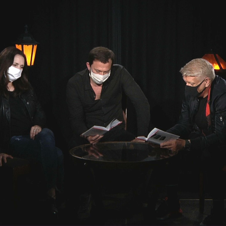 .herci čítajú divadelnú hru Smith & Wesson od Alessandra Baricca