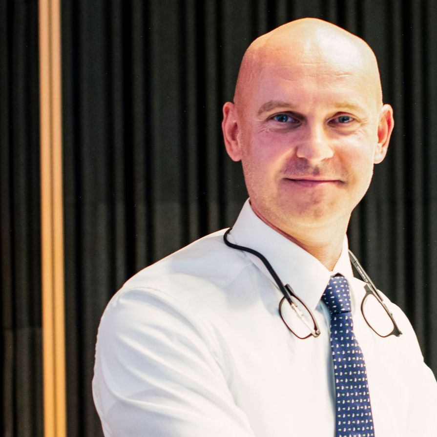 Branislav Gröhling - Rezort školstva nemá veľa možností, ako zasiahnuť do krízovej situácie na STU