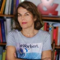VÉRONIQUE PITTOLO – À LA PISCINE AVEC NORBERT