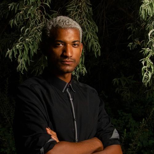 »Warum Safe Spaces wichtig sind«  - Joshua Amissah im Gespräch