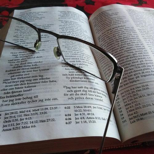 Digi-Raamattuja ja Mooses-pelejä - Miten Raamattua popularisoidaan?