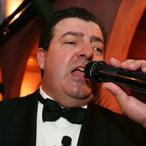 Geoffrey Dolan Sings