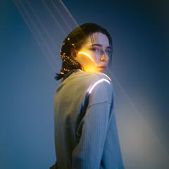 yreil / light behind you