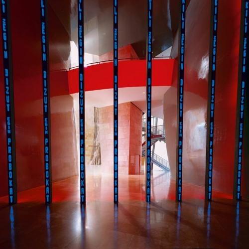 300. Instalación para Bilbao, de Jenny Holzer