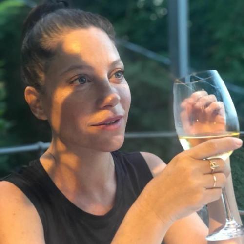 פרק 53 - אפרת אנזל - על אוכל, מקומיות, קיימות וגם יין