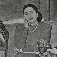 ياللي القمر من بهاك نورّ في قلبي سناه ..   هلّت ليالي القمر - 1944