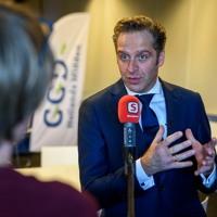 2021 - 02 - 25 Minister Hugo De Jonge Op Werkbezoek Bij Vaccinatielocatie In Leiden