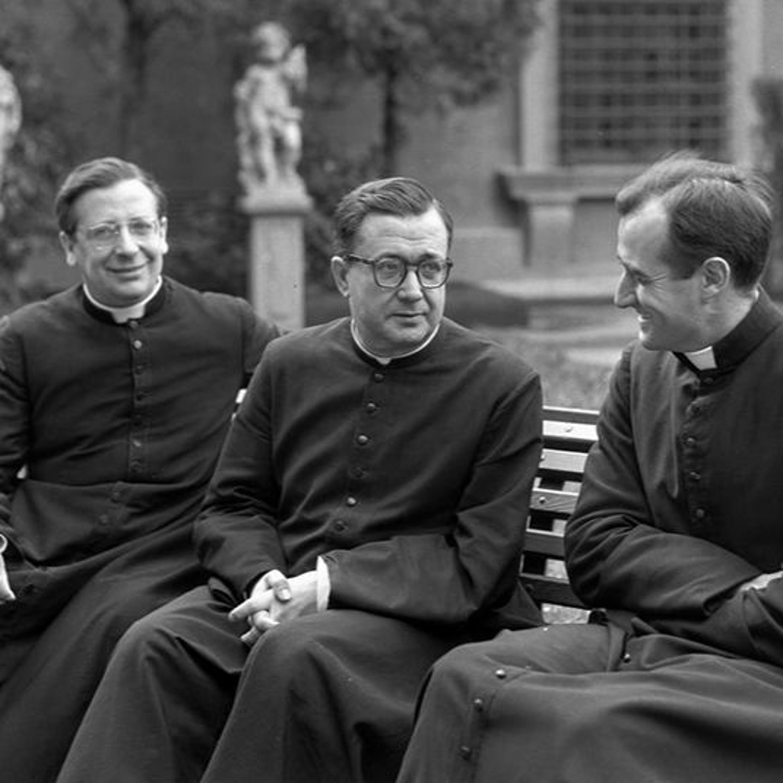 Tres microhistorias sobre la Sociedad Sacerdotal de la Santa Cruz