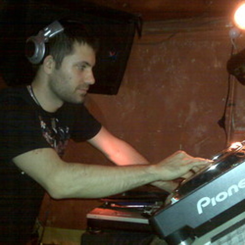 Noah Becker - Goosebumps (BMillerMix)