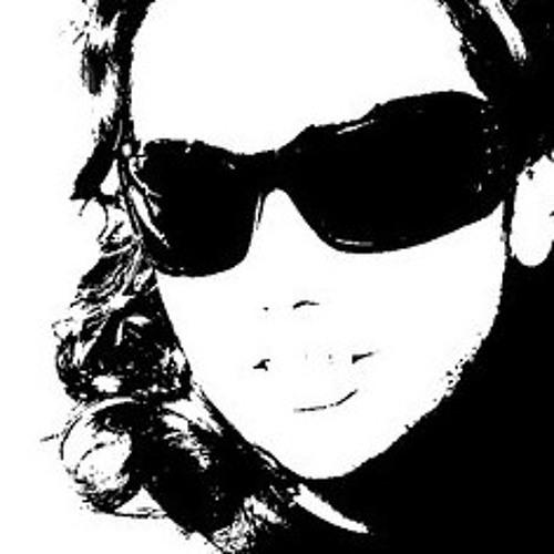 Carol Chaves's avatar