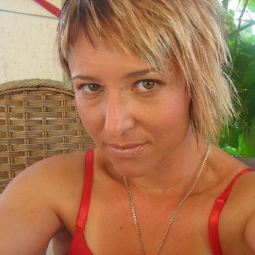 Mia Ceponja's avatar