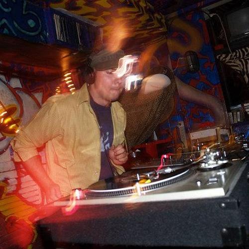 DJ Thrwbck's avatar