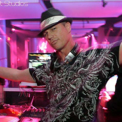 FAVORITE DJ vs MIAMI IBIZA ACAPELLA OUT (Clinton Sparks DJ Class J.D. vs Swedish House Mafia)