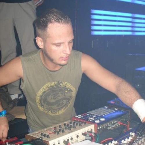 Faeb - Tanz auf den Trümmern LivePA@Freakshow Mingles(5-12-2003)