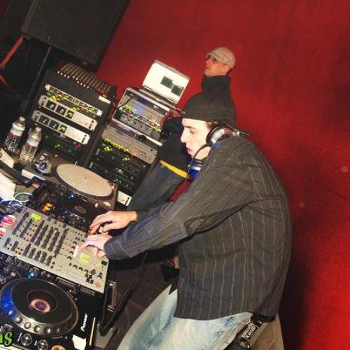 DJ DYER's avatar
