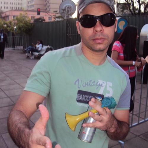 Romulo Carpe's avatar