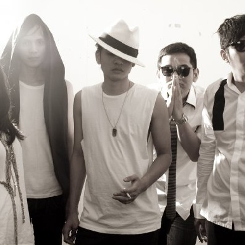 Rock N Roll Mafia - Dancing In the Echoes