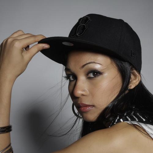 Nadhira's avatar