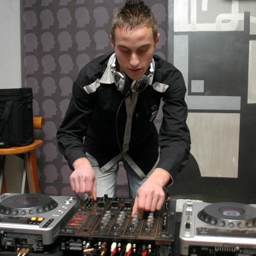 Nicone - Caje (DJ Techno BoY Remix).mp3