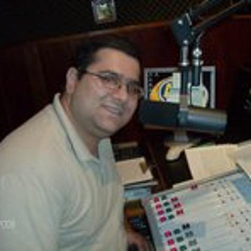 Passagem da 107FM Furacão 2000 para a 107 FM Igreja Mundial Renovada - Julho 2012