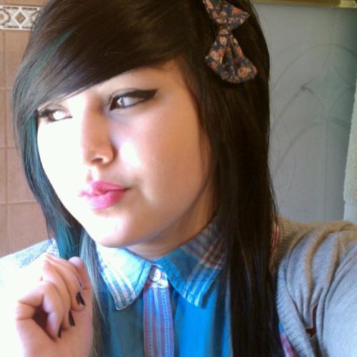 @LovelyyDeee_'s avatar