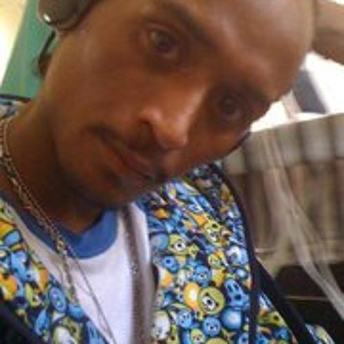Raymond Comandante's avatar