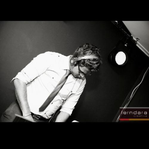 DJ Ravzz's avatar