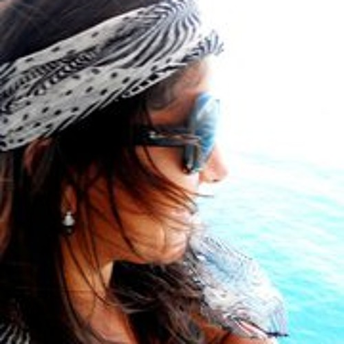 Liz Oliveira's avatar