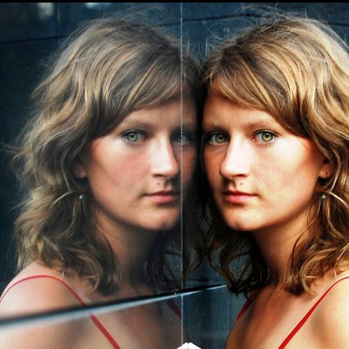 Laura Polence's avatar