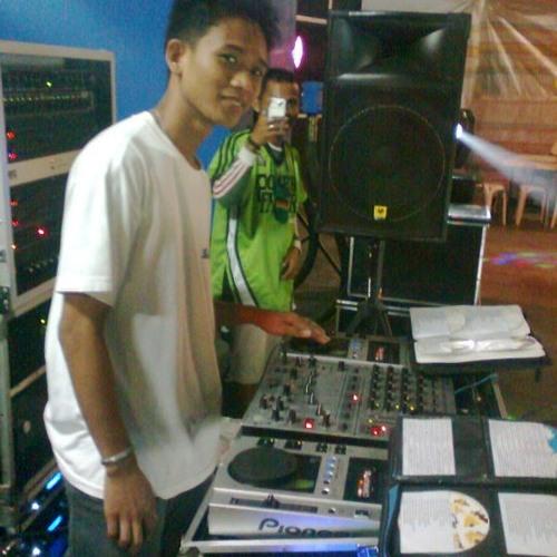 DJ RENZ REMIX's avatar