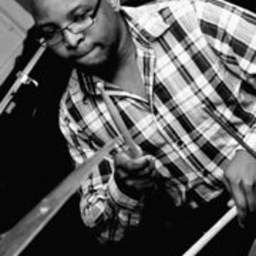 Simon Tirwomwe's avatar