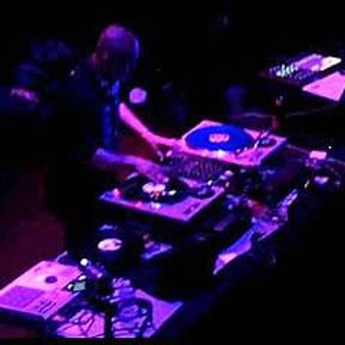 DJ Yves Remix's avatar