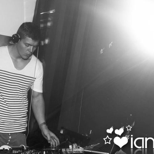 DJ Adam Grufferty's avatar