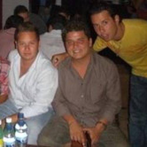 Omar Mon Roch's avatar