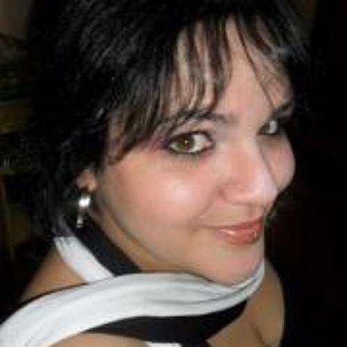 Mônica Carvalho's avatar