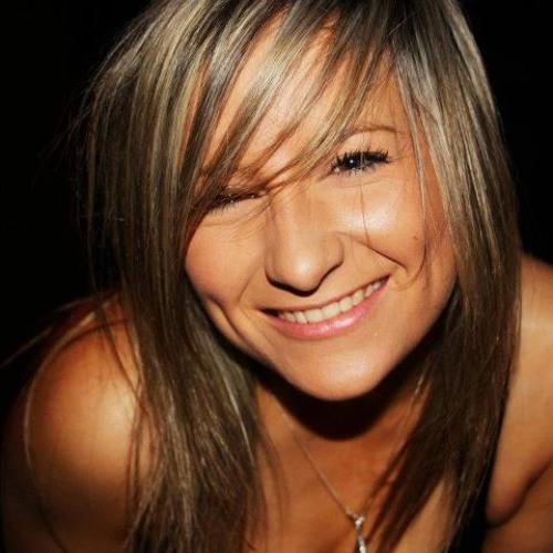 ashleigh :)'s avatar