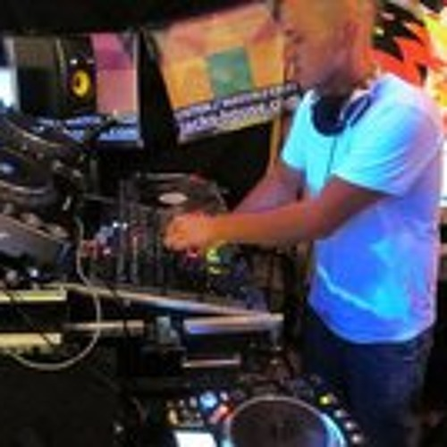 DJ Mike Lewis's avatar