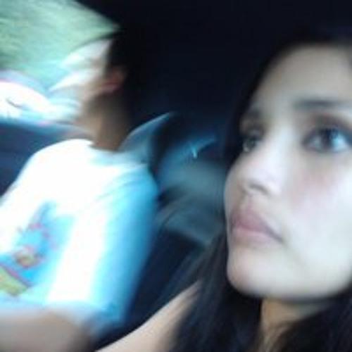 Nicole Vega Reyes's avatar